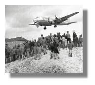 Landeanflug eines Rosinenbombers