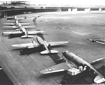 C47-Flugzeuge in Berlin-Tempelhof