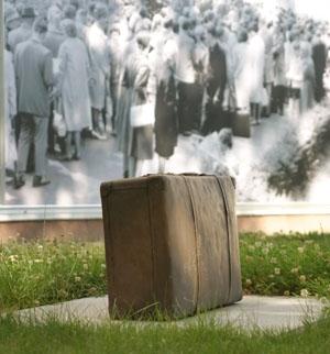 Erinnerungsstätte Berlin-Marienfelde - Koffer-Denkmal
